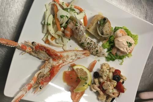 Prodotti di Pesce Ristorante Pizzeria Da Cristia a Collemarino Ancona