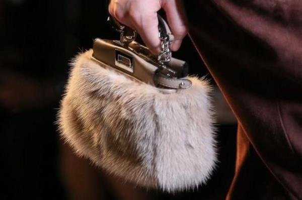 borse guanti cinture stole cappelli in pelliccia e pelle roma prati