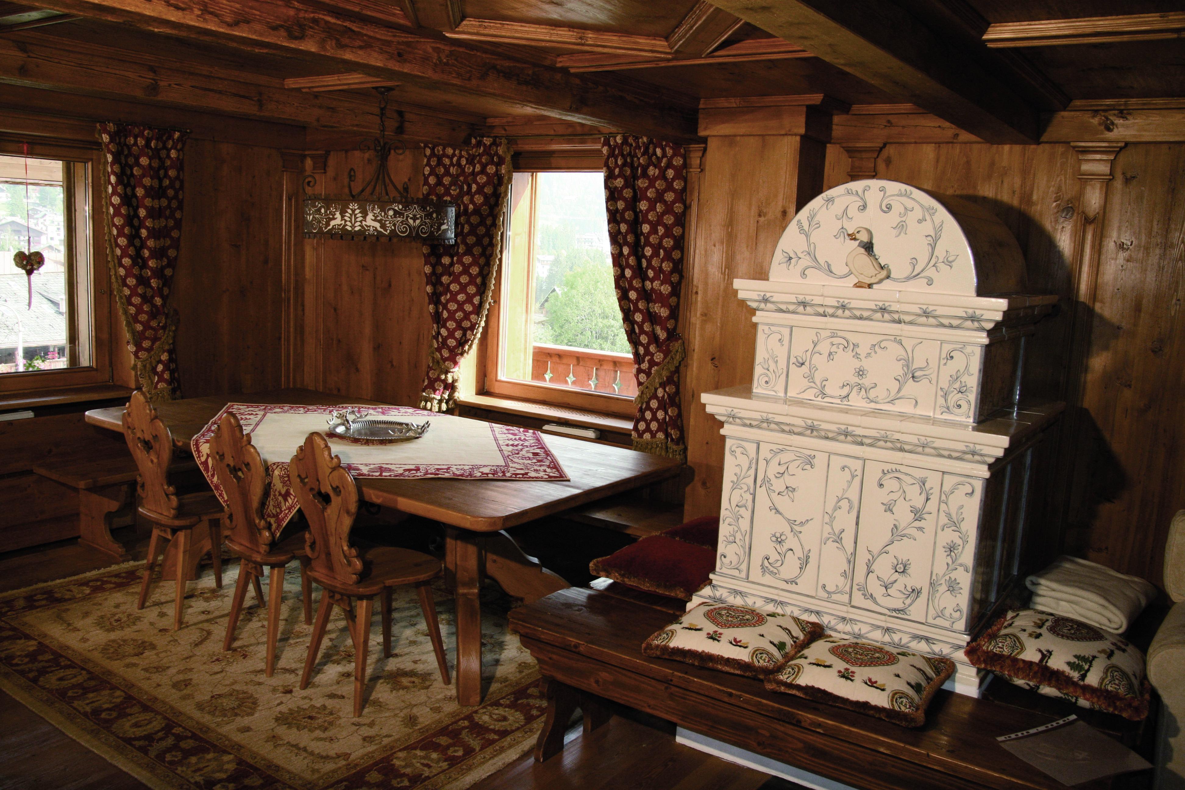 Realizzazione mobili in legno Cortina D