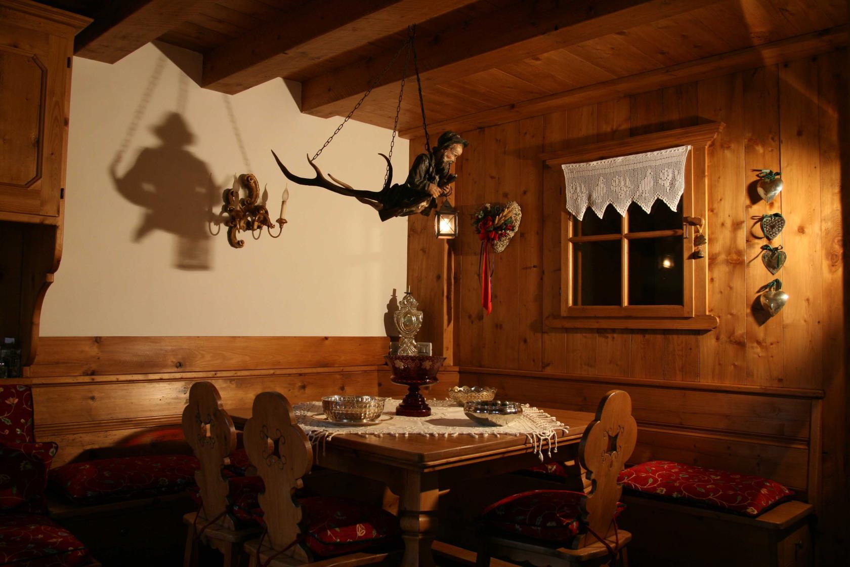 Vendita mobili antiquariato Cortina d'Ampezzo