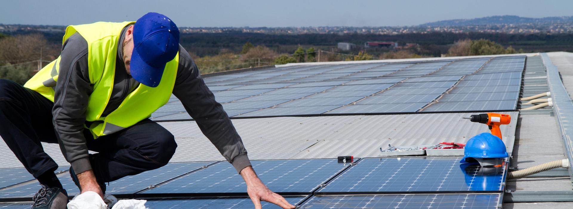 montaggio di pannelli solari