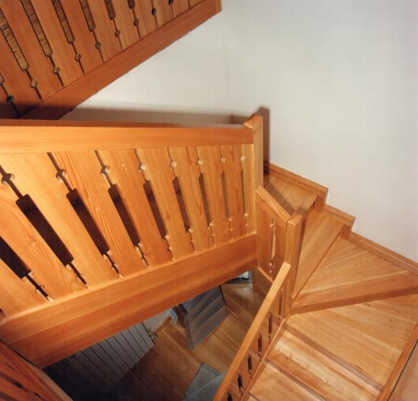 Costruzione scale legno Azzano Decimo Pordenone