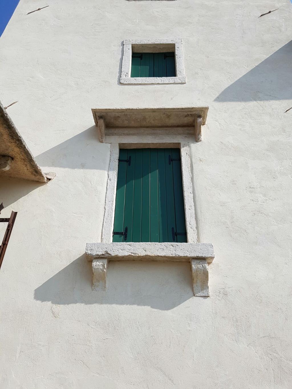 Manutenzione e restauro per infissi e oscuri
