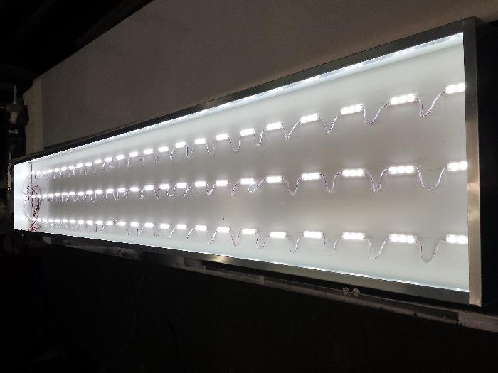 insegne con illuminazione led a cassonetto