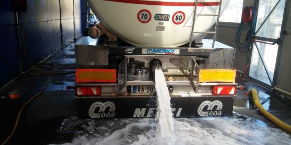 lavaggio contenitori tank container