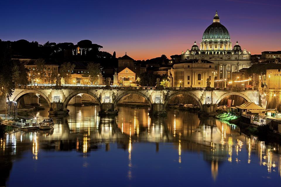 Vente de croix et de crucifix - Rome - Soprani