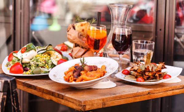 ristorante - trattoria tipica per eventi: matrimonio, comunioni, cresime, battesimi, feste di compleanno a pisogne con terrazza panoramica sulla Valle Camonica (BS)