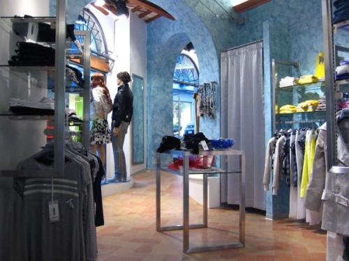 arredamenti per negozi fashion a Macerata
