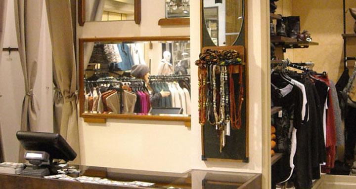 Diversi vestiti su negozio di Fiona