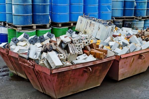 smaltimento rifiuti pericolosi e non