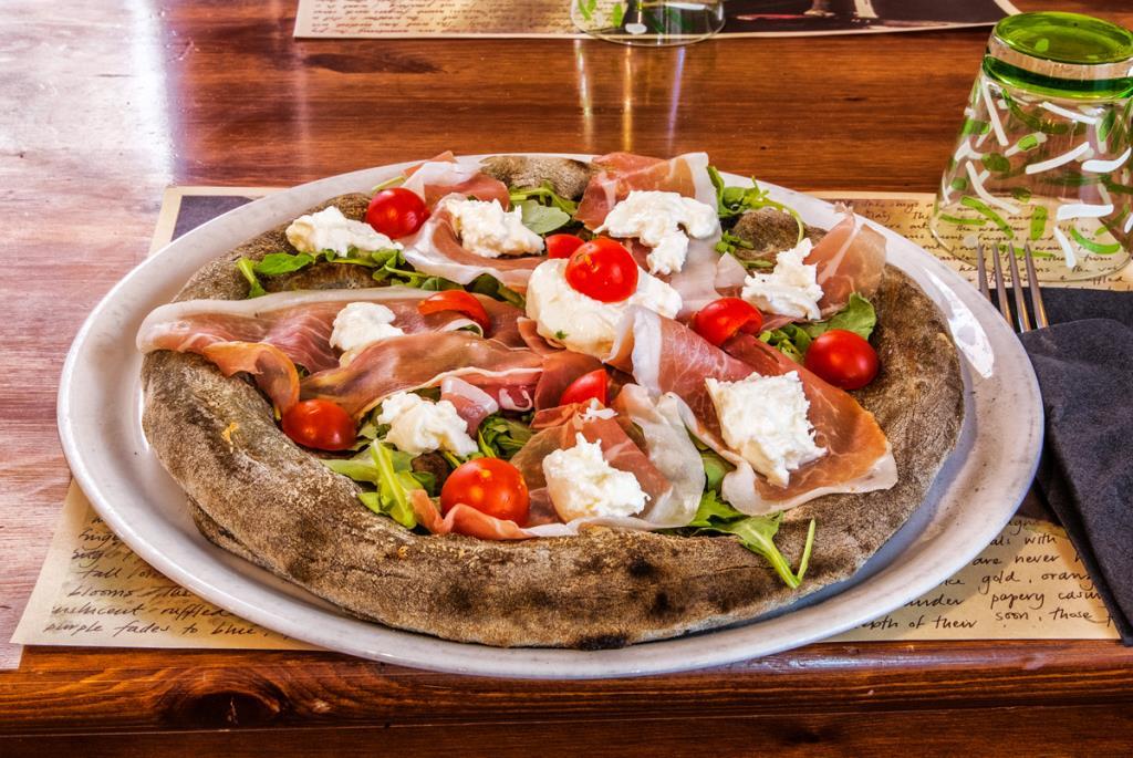 Pizza pomodoro rucola