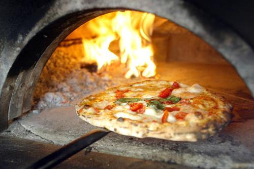 pizzeria forno a legna como
