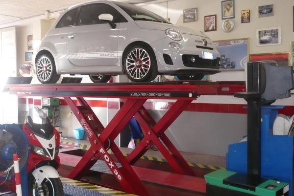 manutenzione auto con spegnimento spie
