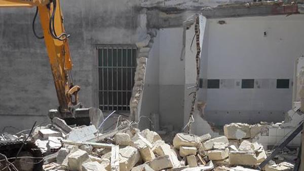 Demolizione Gruppo Carlomagno a Scanzano Jonico Matera