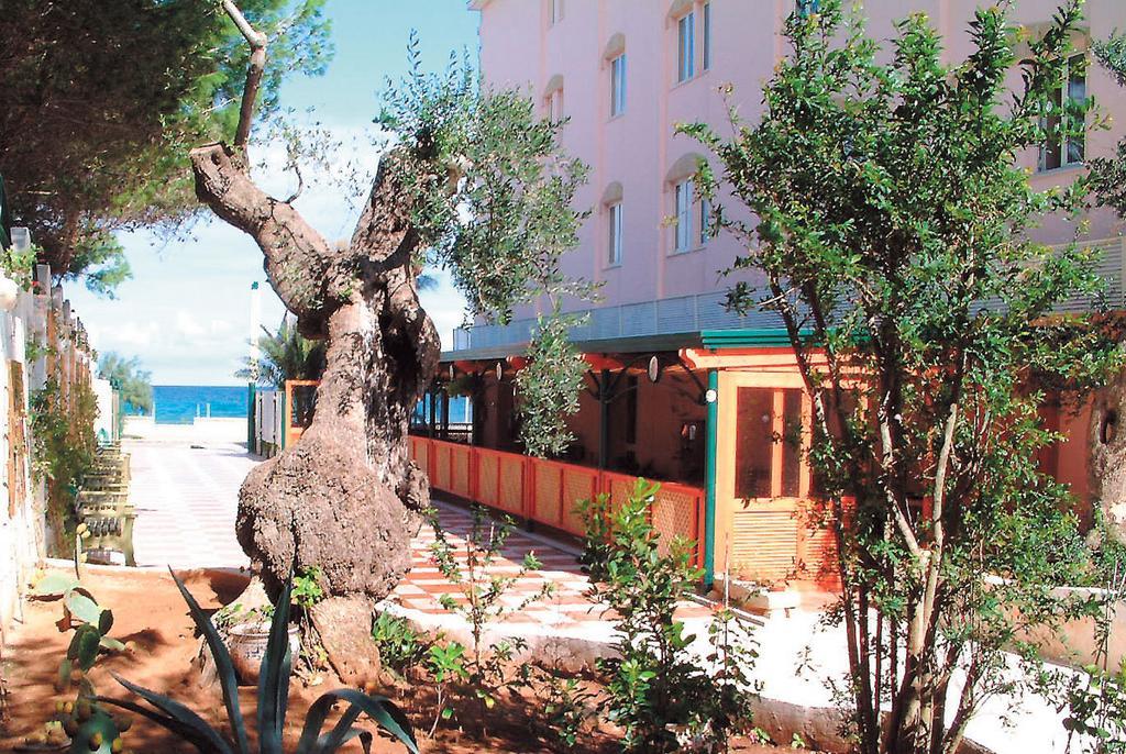 hotel con spiaggia privata squinzano lecce