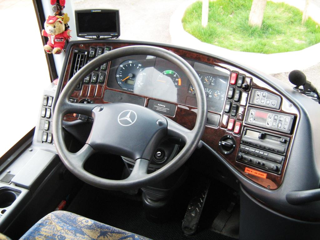 Timone Bus Mercedes Gabrielli Autonoleggio a Genga Ancona