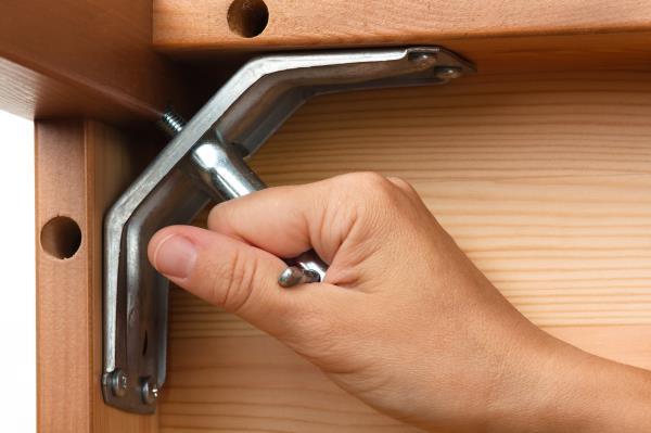 Ferramenta e maniglie per mobili
