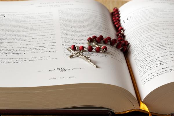 Comandini: production and sale of rosary beads
