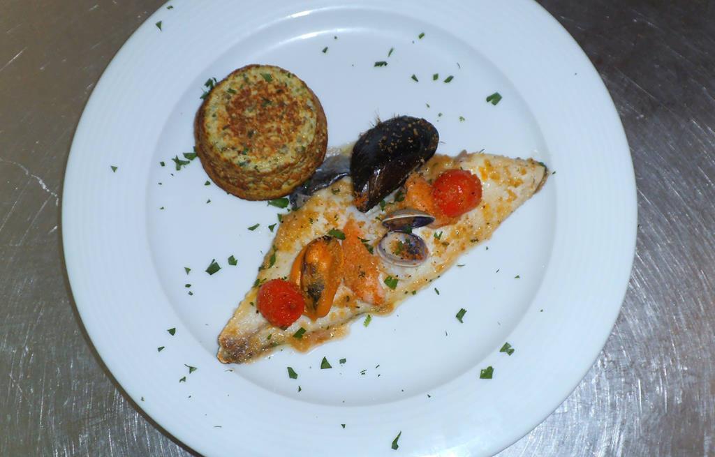 Filetto d'orata con Frutti di Mare in Crosta Al Cantagallo a Giovinazzo Bari