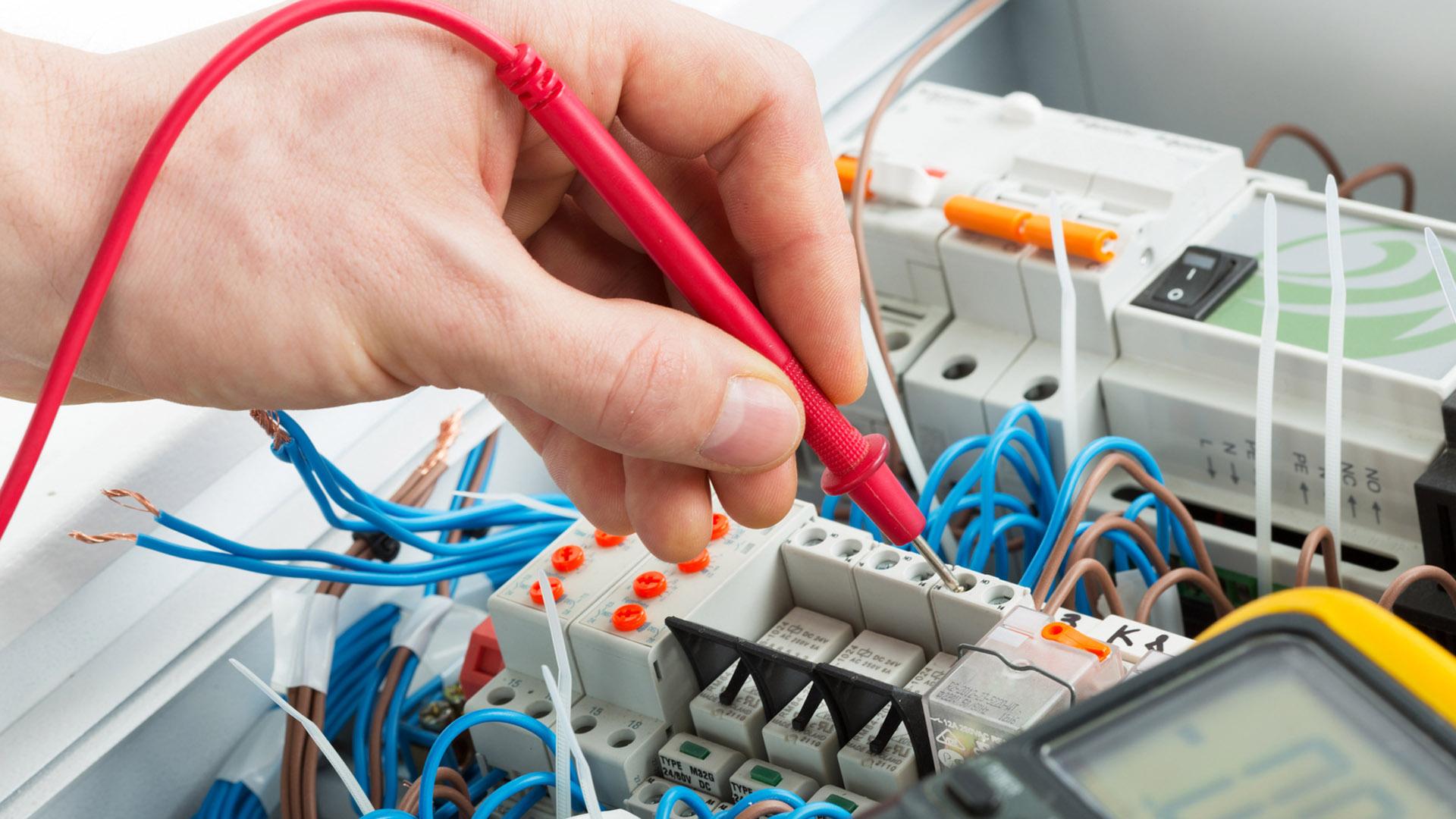 Team di elettricisti al tuo fianco