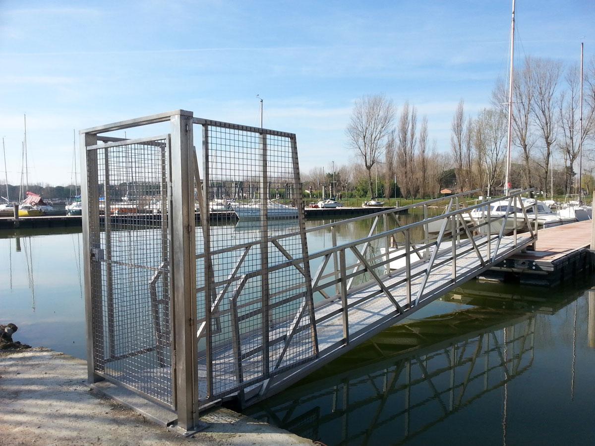 Cancello con passerella
