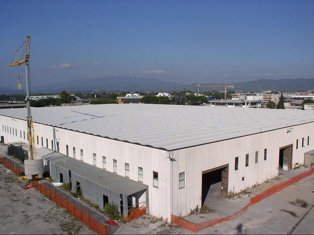 Riqualificazione degli edifici industriali / capannoni (copertura delle facciate esterne)