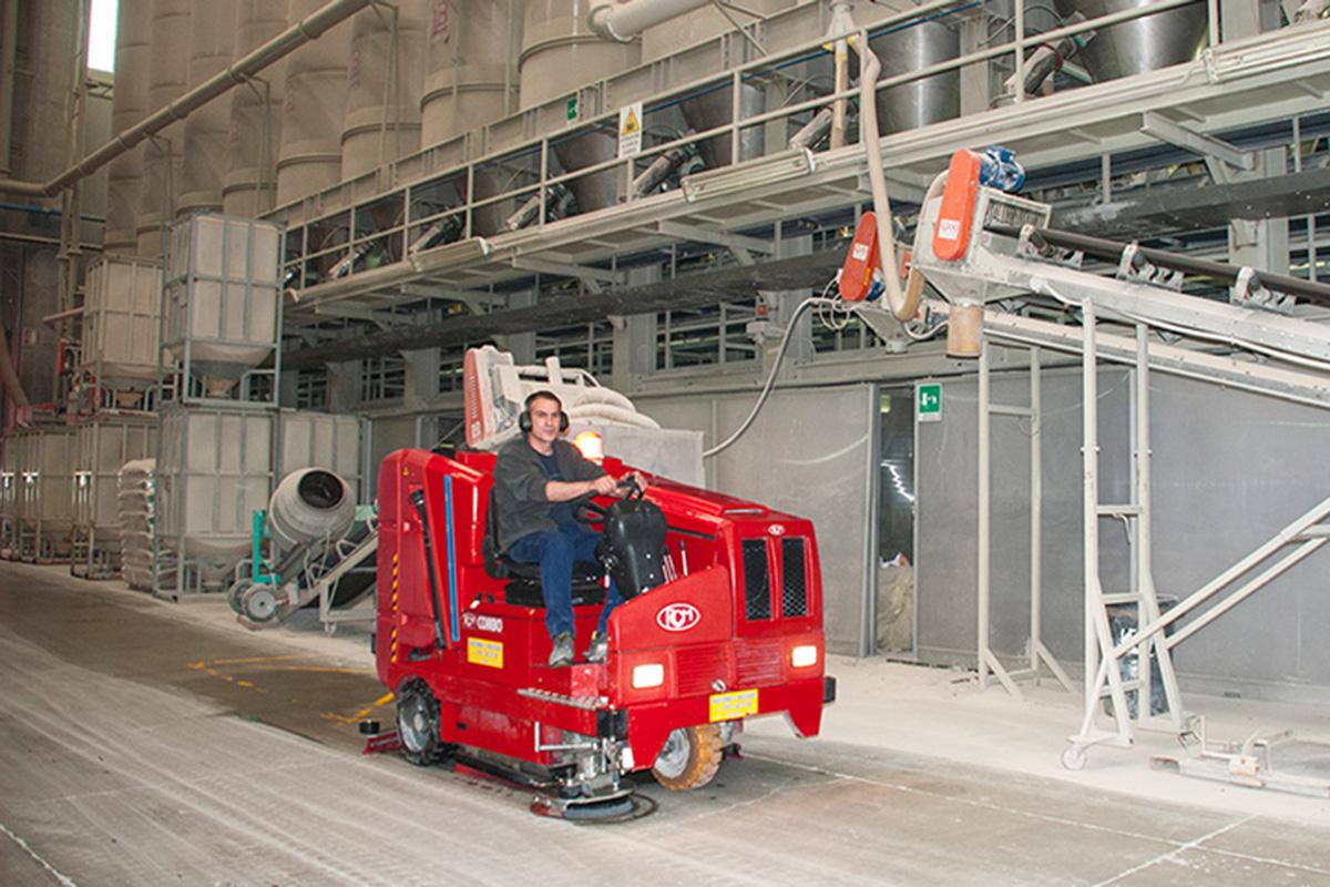 Macchina Combinata Lava Spazza Pavimenti Ambiente Industriale O.P.P. Service a Frosinone
