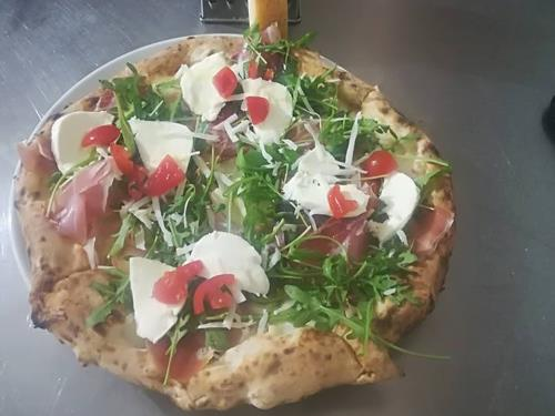 Pizza con Rucola Prosciutto Mozzarella Ristorante Pizzeria Napoli's a Osimo Ancona