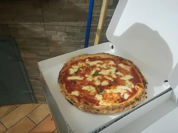 Pizza in Cartone Ristorante Pizzeria Napoli