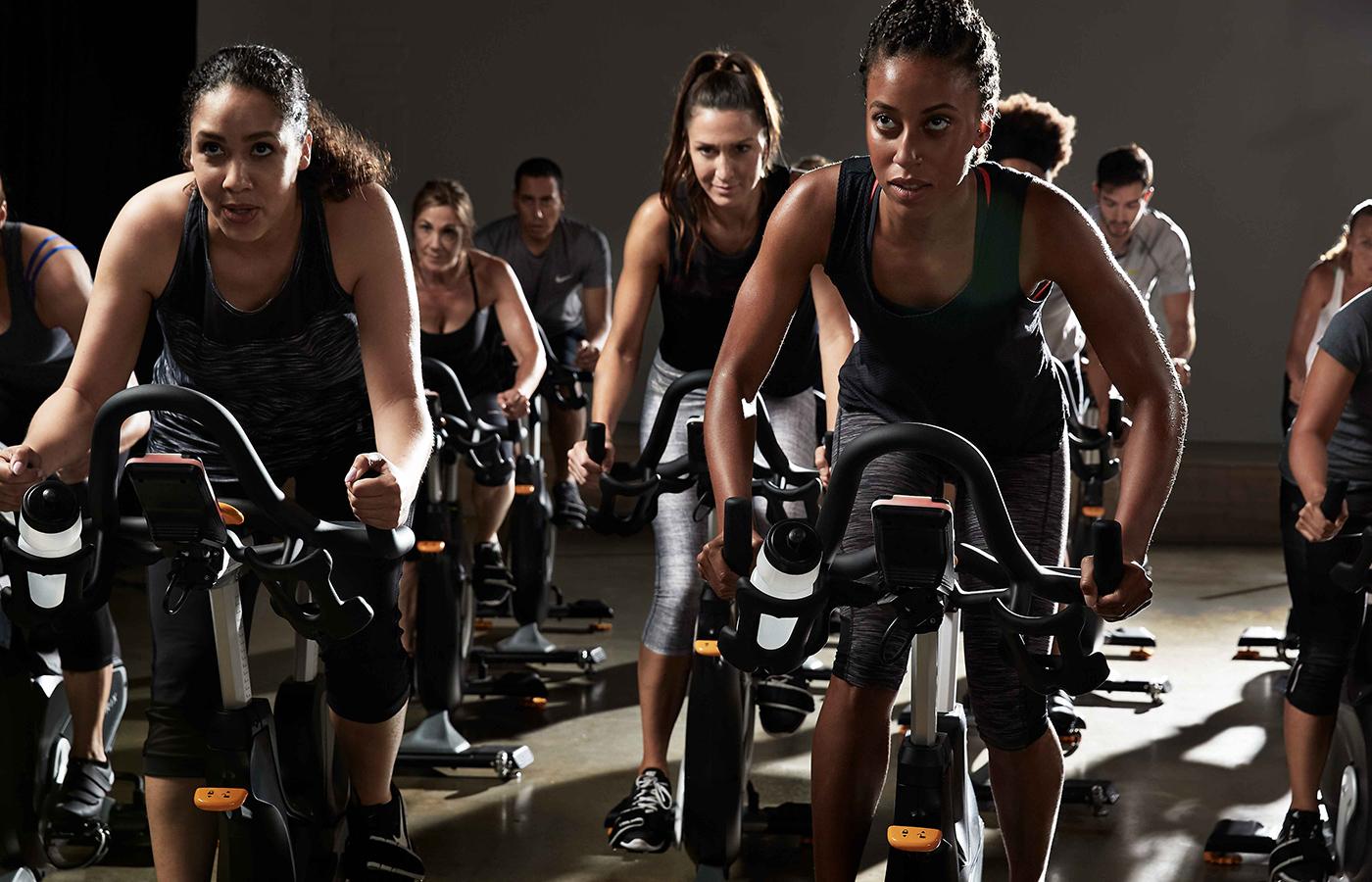 indoor cycling, spinning, matrix, bici stazionaria, pedala immerso nella musica, wellness evolution, imperia