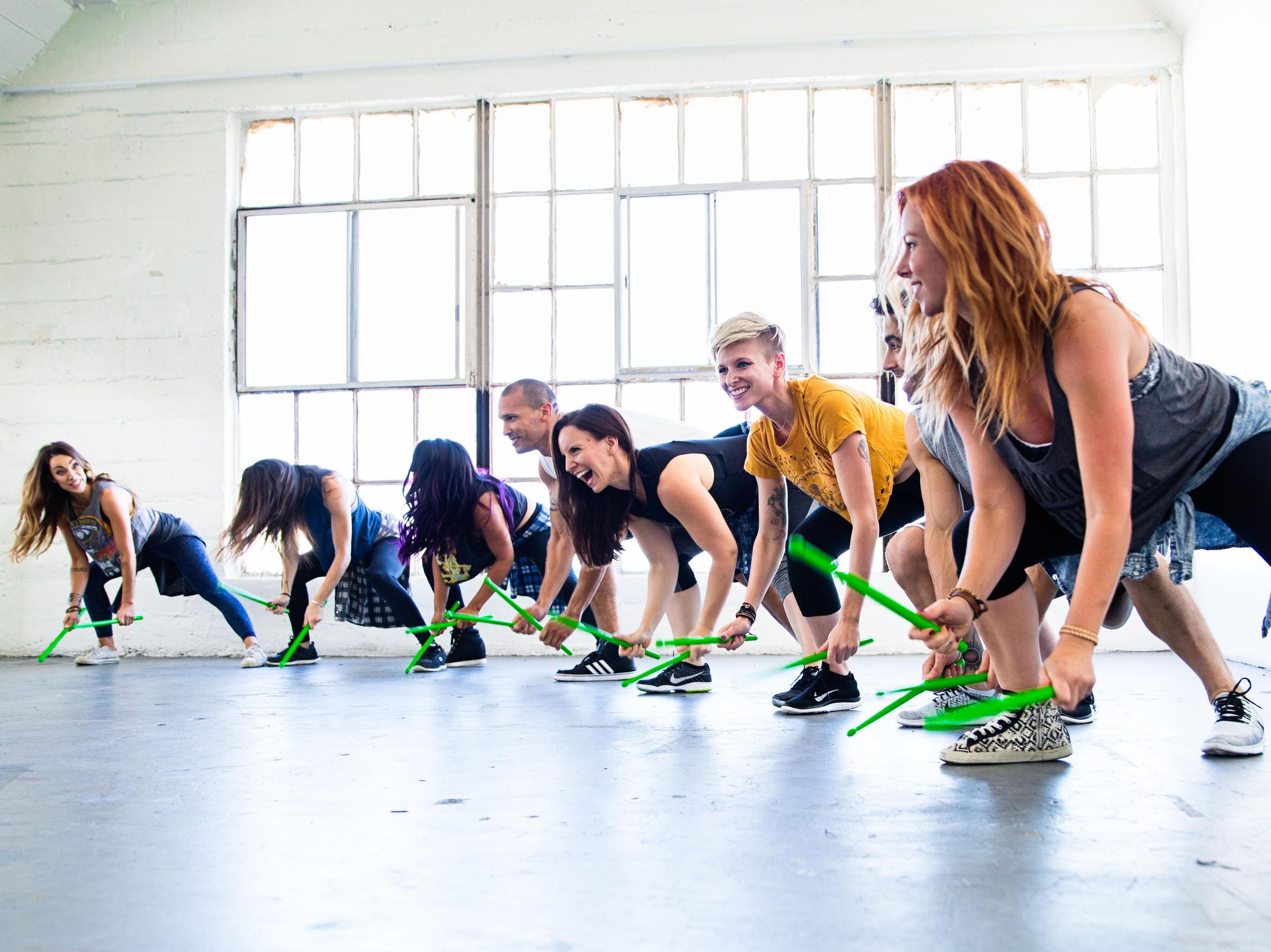 Pound, batteria, bacchette, rockout workout, scatenarsi, corsi fitness, bruciagrassi, tonificazione muscolare, wellness evolution, imperia