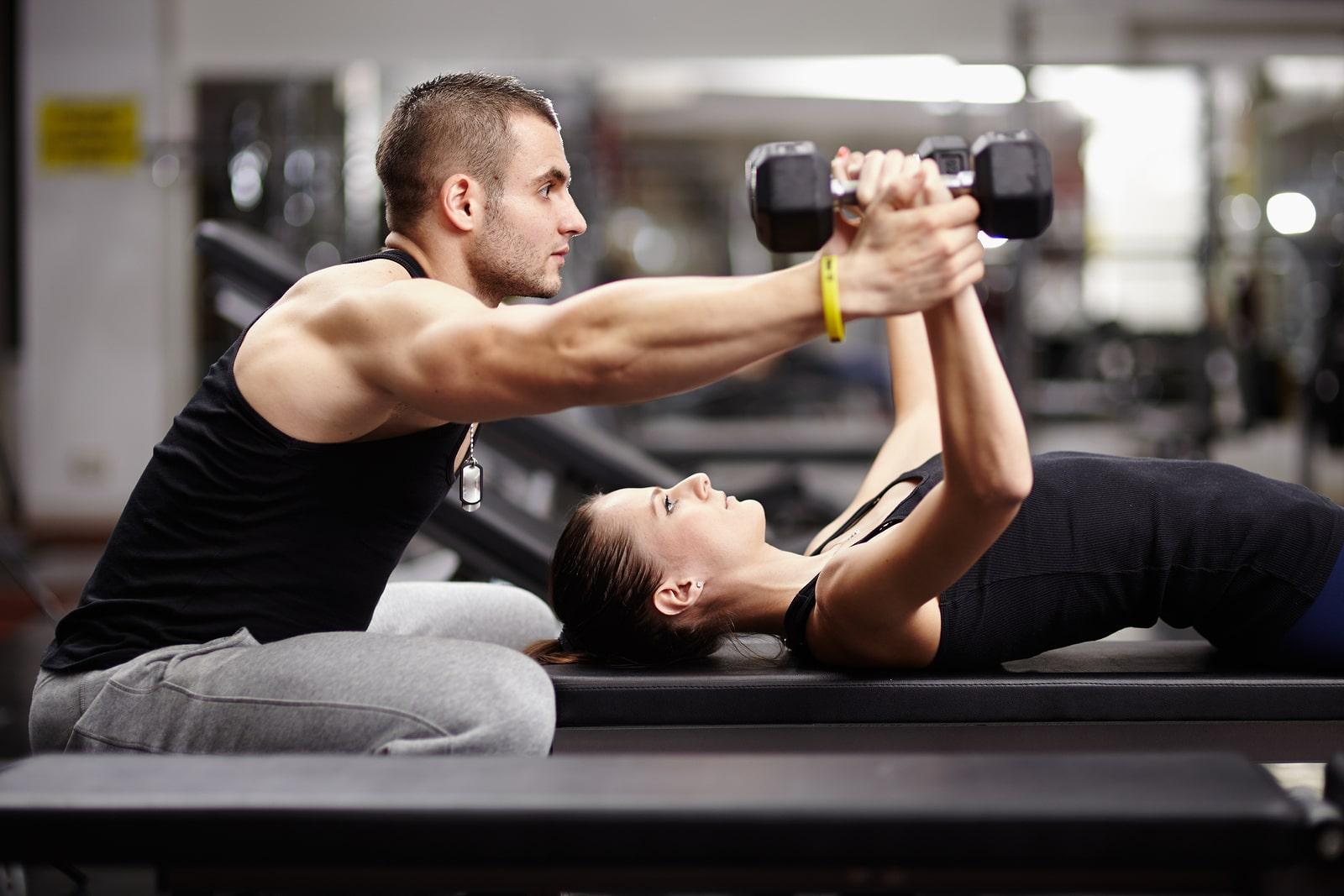 Sala pesi, allenamento al femminile, programmi per ragazze, via la cellulite, rassodare glutei, forma perfetta.