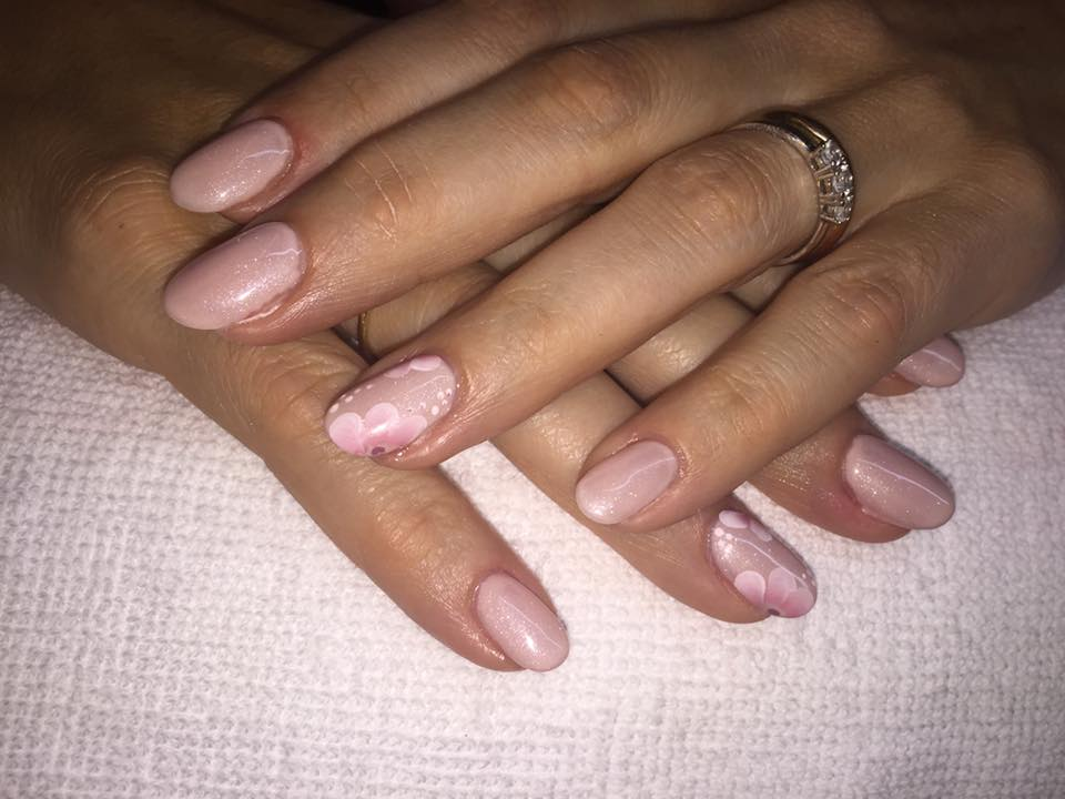 Trattamento di Mani e Unghie Centro Estetico Nails&Beauty a Portomaggiore Ferrara