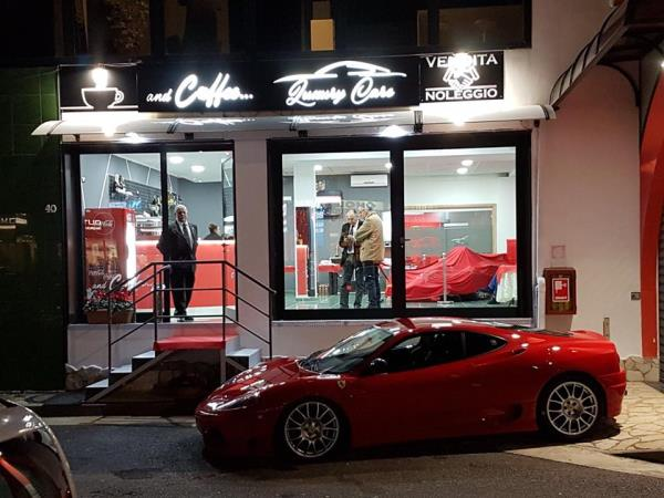 Bar Luxury Cars and Coffee a Salerno