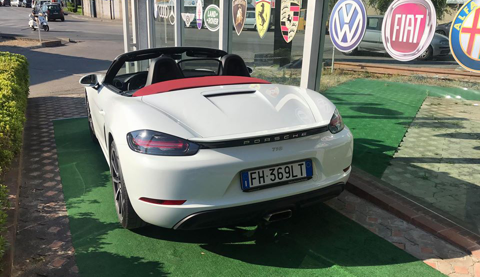 Luxury Cars and Coffee a Salerno