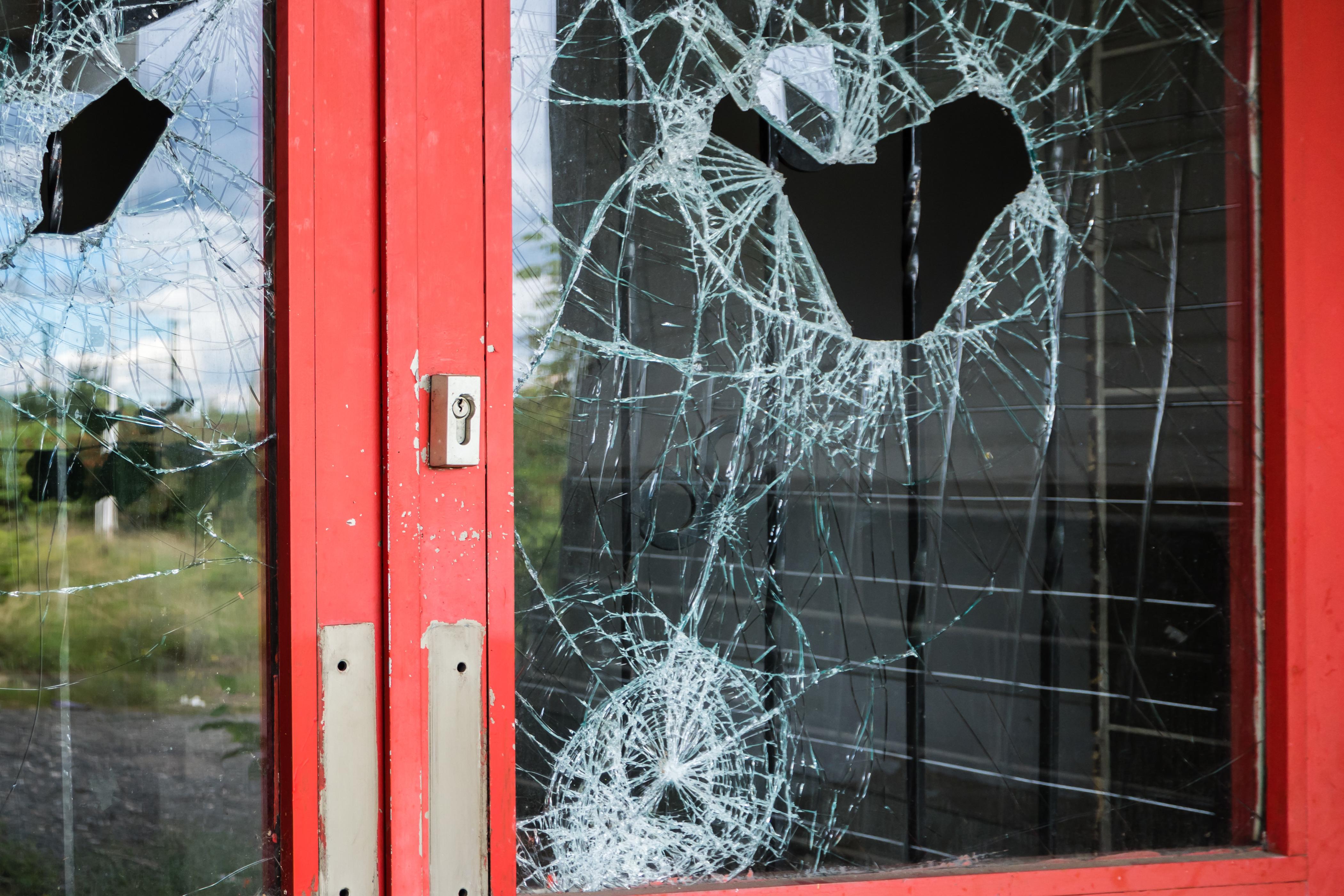 Sostituzioni vetri rotti
