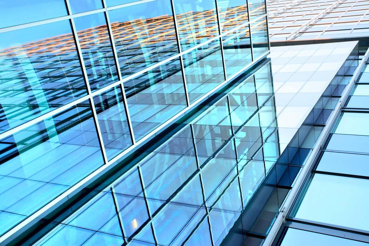 Vetri, vetrate, specchi, cristalli