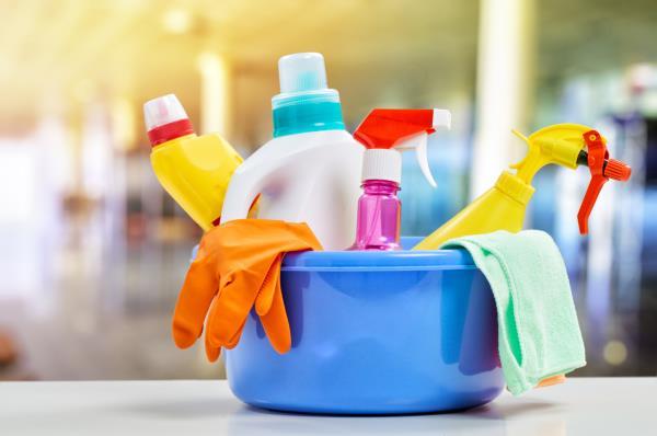 Collaborazioni domestiche, pulizie domestiche, assistenza medica
