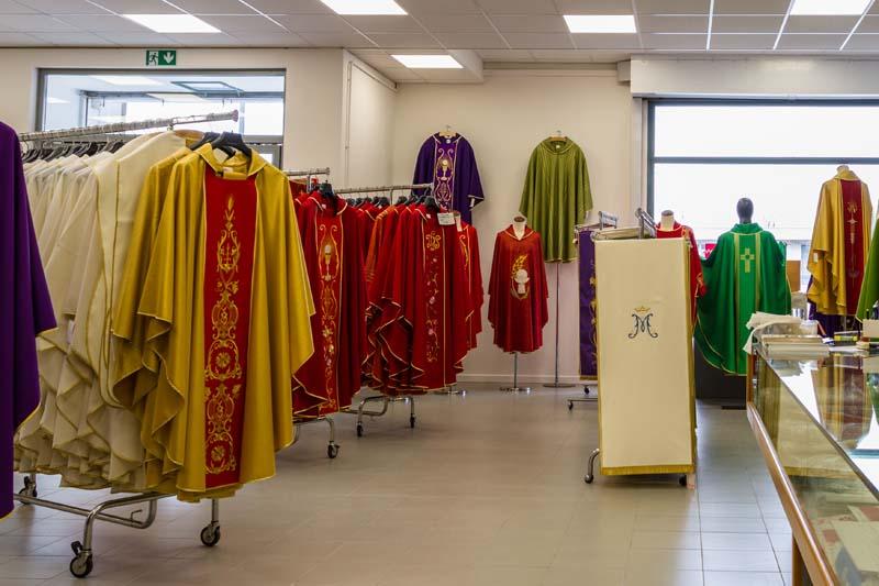 Produzione abbigliamento ecclesiastico