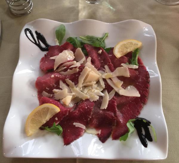 prodotti freschi e fatti in casa,dalla pasta alla carne maremmana.