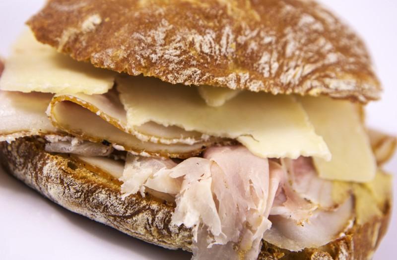 panino porchetta e formaggio sanremo, paninoteca sanremo