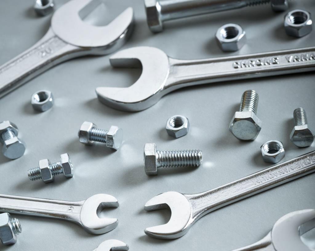 Ampio rifornimento di utensili, attrezzature e minuteria