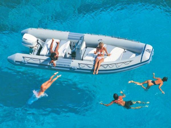 Vente de bateaux pneumatiques à moteurs Oristano