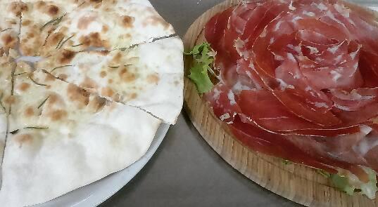 Pizza cotta a legna Pizzeria Al Pallone Vitorchiano Viterbo