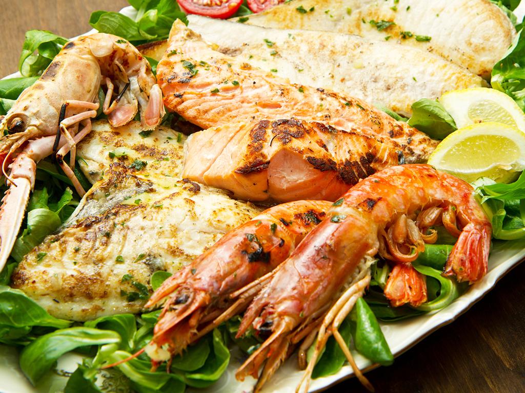 Piatti di pesce fresco