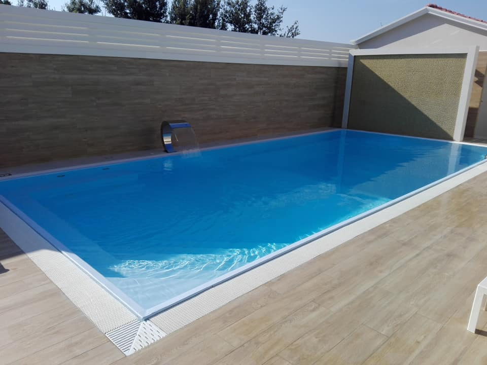 costruzione piscine con Bordo a sfioro