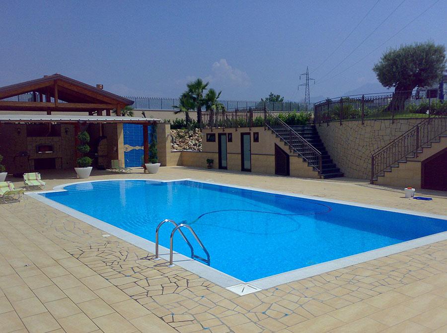 La nostra realizzazione di piscina interrata con scaletta