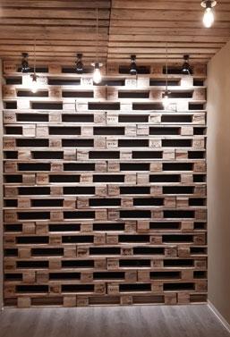 Rivestimento parete con bancali