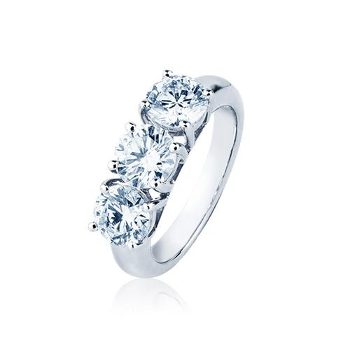 Anelli con gemme e diamanti