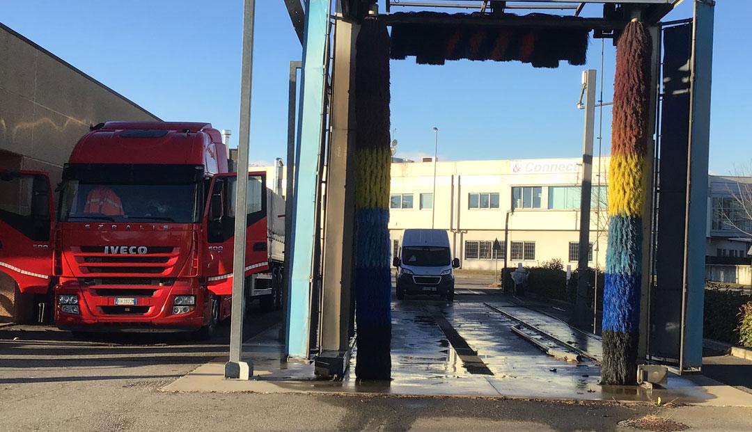 Autolavaggio servito per mezzi pesanti
